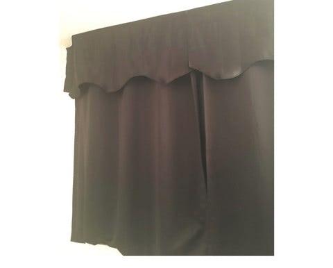 愛波家の寝室のカーテン