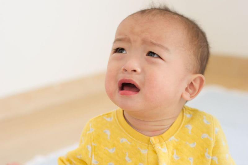赤ちゃん 不機嫌 画像